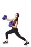 Lo sport helthy della donna atletica di forma fisica ha isolato i vestiti bianchi del nero del fondo con le teste di legno Fotografie Stock