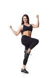 Lo sport helthy della donna atletica di forma fisica ha isolato la lotta bianca dei vestiti del nero del fondo Fotografia Stock