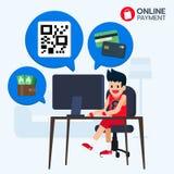 Lo sportivo felice si siede in computer anteriore, pagamento online con il codice di QR, carta di credito, portafoglio e soldi pe Immagine Stock Libera da Diritti