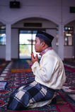 Lo sposo Praying immagine stock