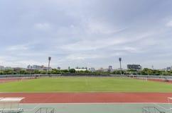 Lo stadio sotto cielo blu Fotografie Stock Libere da Diritti