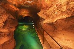 Lo stagno di acqua della caverna del fiume Jenolan scava l'Australia Immagine Stock