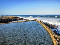 Lo stagno di marea della roccia del sale Immagini Stock