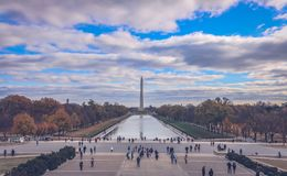 Lo stagno di riflessione di Lincoln Memorial fotografie stock