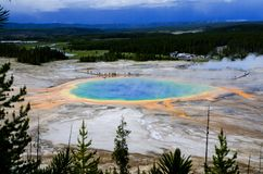Lo stagno prismatico - occhio in Yellowstone Fotografie Stock Libere da Diritti
