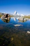 Lo Stelisee con il Matterhorn nella parte posteriore Immagini Stock Libere da Diritti