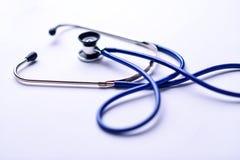 Lo stetoscopio sullo scrittorio del ` s di medico Fotografia Stock Libera da Diritti