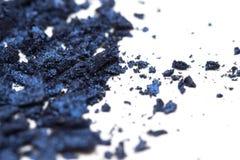 Lo stile artistico ha schiantato l'ombretto in blu scuro su fondo bianco Fotografie Stock Libere da Diritti