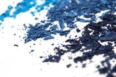 Lo stile artistico ha schiantato l'ombretto in tonalità differenti del blu su fondo bianco Fotografia Stock Libera da Diritti