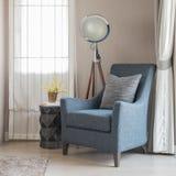 Lo stile blu classico del sofà con i cuscini grigi e la lampada moderna sopra corteggiano fotografie stock libere da diritti
