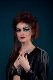 Lo stile gotico ha sparato di una donna con gli artigli Fotografia Stock Libera da Diritti