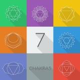 Lo stile stabilito di vettore di sette chakras piano con le ombre Illustrazione lineare del carattere di Hinduismo e di buddismo illustrazione di stock