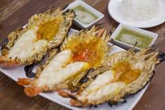 Lo stile tailandese di cucina, ha grigliato il gamberetto gigante del fiume immagine stock libera da diritti