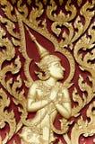 Lo stile tailandese gloden Deva che intaglia sul legno Fotografie Stock