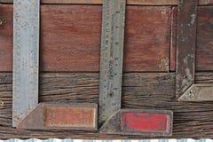 Lo strumento del tecnico tiene alla parete Fotografia Stock Libera da Diritti