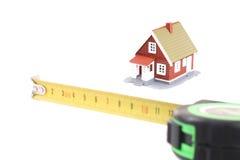 Lo strumento per la misura della lunghezza e poco hous Fotografia Stock