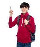 Lo studente asiatico con lo zaino ed il dito precisano Fotografie Stock