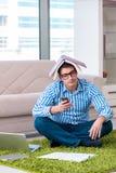 Lo studente che medita e che prepara per gli esami dell'università Immagine Stock Libera da Diritti