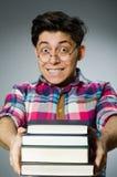 Lo studente divertente con molti libri Fotografia Stock Libera da Diritti