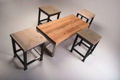 Lo studio di legno moderno della tavola ha sparato su fondo bianco Fotografie Stock Libere da Diritti