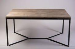 Lo studio di legno moderno della tavola ha sparato su fondo bianco Fotografia Stock