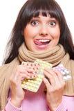 Lo studio ha sparato della donna divertente con le pillole Immagine Stock Libera da Diritti