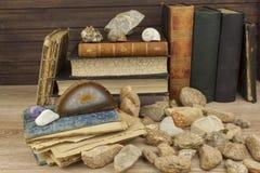 Lo studio su mineralogia Studi dell'università La scienza dei minerali e delle rocce Fotografia Stock