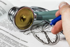 Lo studio sui principi di cardiologo di auscultazione Immagine Stock Libera da Diritti