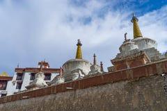 Lo stupa bianco al monastero di Lamayuru, alluna, Leh, Ladakh, India Immagini Stock
