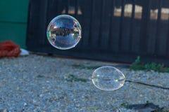 Lo swith variopinto della bolla di sapone ha riflesso la luce fotografia stock