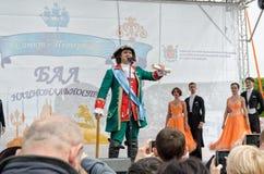 Lo zar Peter The Great accoglie favorevolmente i partecipanti della palla di nazionalità Fotografie Stock Libere da Diritti