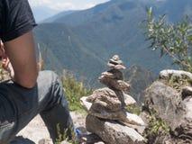 Lo zen e l'energia proveniente dalla terra lapidano il piramid Immagini Stock Libere da Diritti