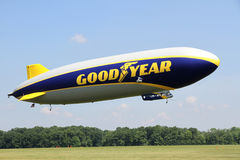 Lo zeppelin NT di Goodyear Immagini Stock