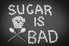 Lo zucchero è cattivo segno dai cubi dello zucchero fotografia stock libera da diritti