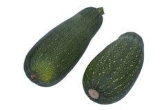 Lo zucchini fresco verde due è su un fondo bianco Fotografia Stock Libera da Diritti