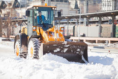 Loader cleaning road from snow Royalty Free Stock Photos