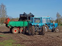 Loading manure spreader Royalty Free Stock Photos