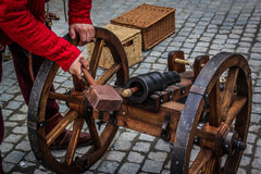 Loading medieval cannon Royalty Free Stock Photos