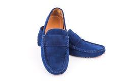 Loafers кожи замши голубых людей спаривают изолированный на белом backgroun Стоковая Фотография RF