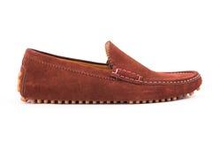 Loafers кожи замши людей Брайна спаривают изолированный на белом backgrou Стоковое Изображение RF