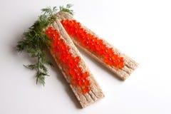 Loafs pequenos com caviar vermelho (close-up) Fotos de Stock Royalty Free