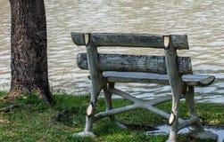 Loanly ławka w parku Obraz Royalty Free
