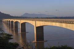 Loas-Japan bro som korsar Mekong River i Champasak som är sydlig av Loas Fotografering för Bildbyråer