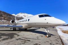 Lobal喷气机概念G650在Engadin机场 免版税库存图片