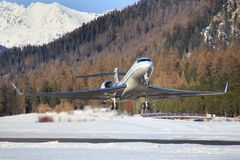 Lobal Jet Concept G650 på den Engadin flygplatsen Arkivfoton