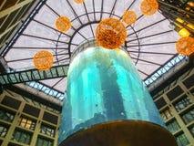 Lobby étonnant d'hôtel d'aquarium Images libres de droits