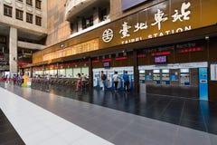 Lobby av den Taipei stationen Arkivfoto