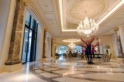 Lobby av det lyxiga hotellet Royaltyfri Bild