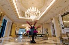 Lobby av det lyxiga hotellet Royaltyfria Bilder