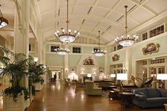 Lobby av det utsmyckade hotellet på Disney vårar Arkivbilder